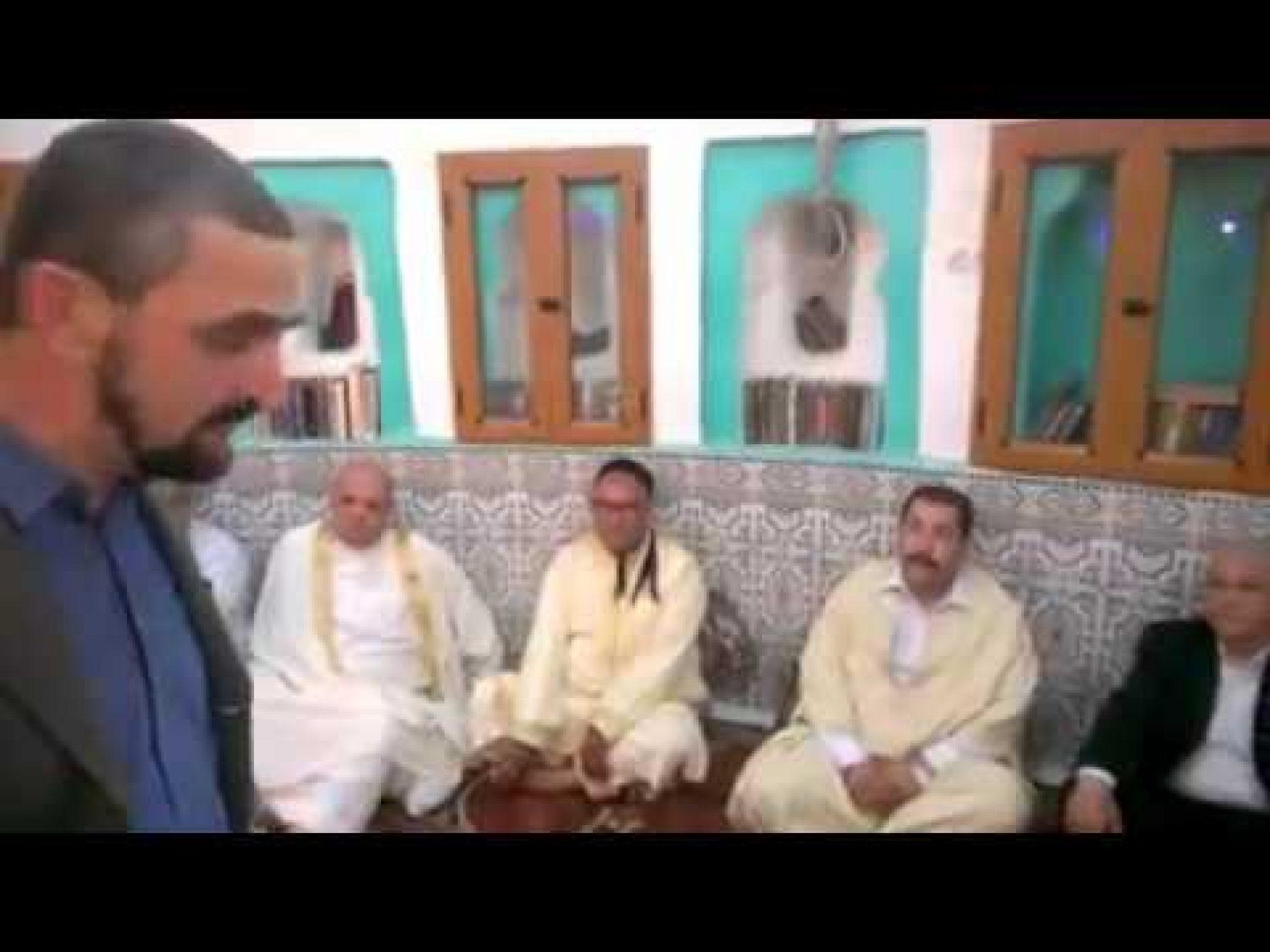 Chakib Khalil humilié par un citoyen: » la mosquée c'est pour prier, va régler ton problème avec la justice algérienne»